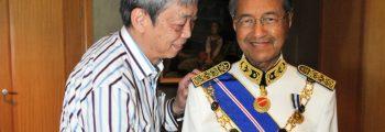 Tun Dr Mahathir comes knocking